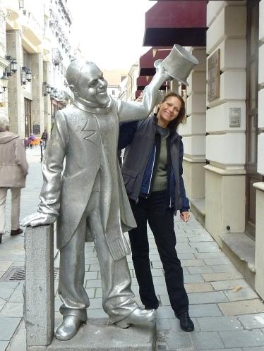 Schoener Naci statue