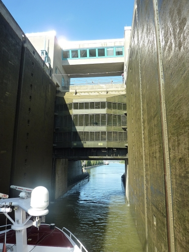 Lock gate going up